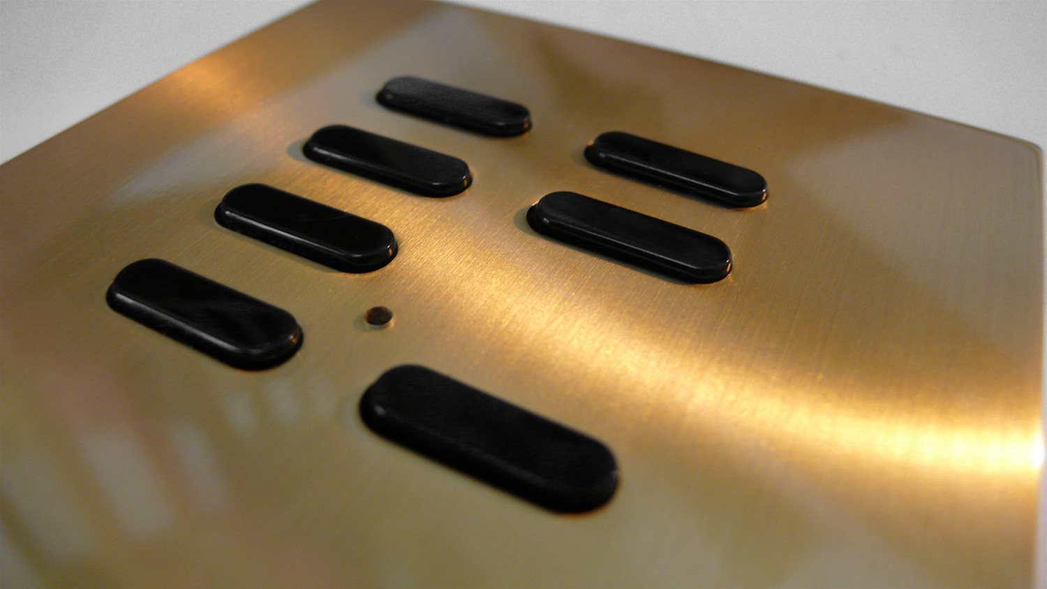Wise Switch 7 Channel Polished Brass 3V Example
